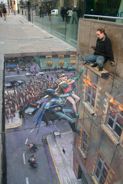 This dude has maaaad skills! jaymug:  Batman and Robin to the rescue 3D Street Art by Julian Beever.