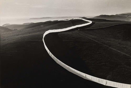 simplypi:  Christo and Jeanne-Claude Christo Running Fence, Sonoma and Marin Counties, California, 1972-76