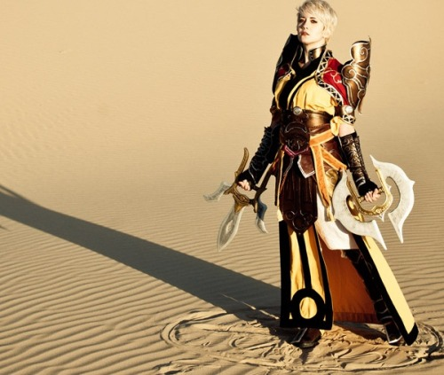 Diablo 3: We will never get tired of this Monk costume by Christina Sims.