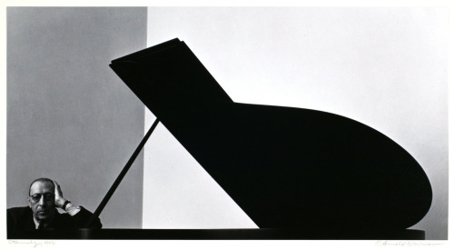 © Arnold Newman, 1946, Portrait of Igor Strawinsky THE IMPORTANCE OF COMPOSITION: The final image, composed of a few strong, simple shapes, resulted from a severe cropping of this original negative:  » find more photos of famous people here «