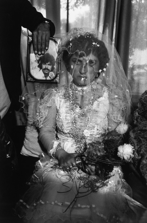 A wedding by proxy in Kabul, Afghanistan, 1992 Abbas - Magnum Photos