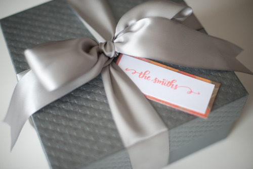 favorcraver:  Luxurious silver satin ribbon wrapping a pretty patterned favor box. Love the simple & chic personalized tag!