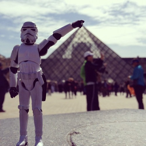 tk421andalex:  #classicphoto v2.0 #tk421 grabbing the #louvre #pyramid entrance  (Taken with Instagram at Musée du Louvre)