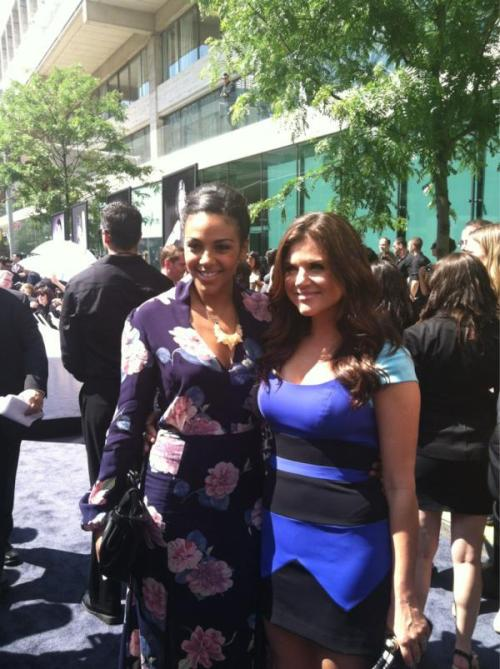 hellyeahwhitecollar:  WhiteCollar stars @TAThiessen & @marsha_Thomason on the USAUpfront carpet.http://t.co/o19X1s2t