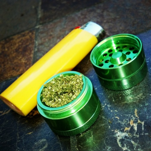 tiny grinder! #weed#grinder#marijuana#bud#pipe#bong#bubbler#joint#blunt#stoner#cute