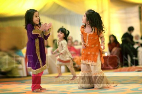 everythingshaadi:  Desi weddings are just not the same without cute little kids running around in their adorable outfits!