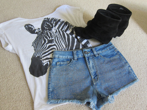 delicate-dreamland:  really really cute. i want the shoes and shorts :)