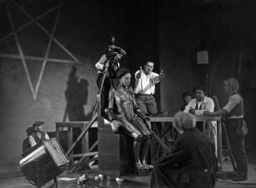 Fritz Lang directing on the set of Metropolis, 1926.