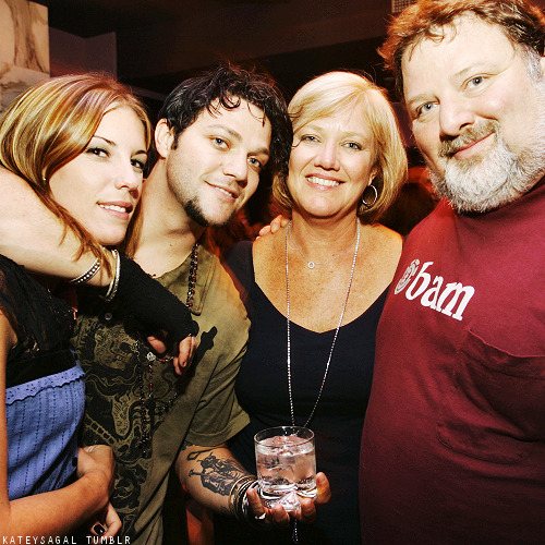 bian-ca:  kateysagal:  20/50  → photos of Bam & Missy Margera  Aww I love thisss :)