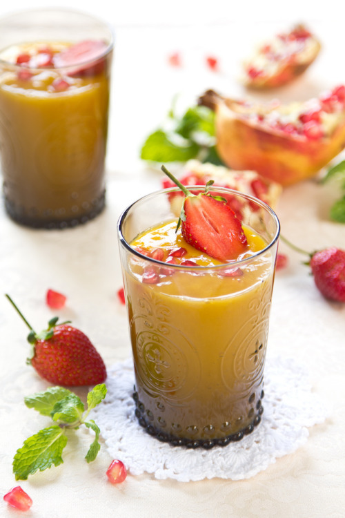 beautifulpicturesofhealthyfood:  Mango,Pear and Pineapple smoothie