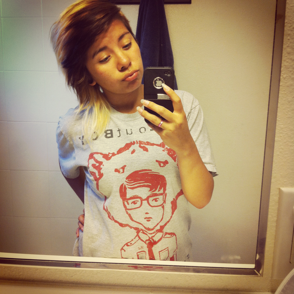 Old but I kinda like this photo . & i Love my fall out boy shirt .