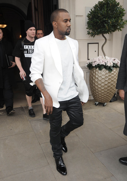 suchafuckinggentleman:  Kanye West spotted outside of his hotel in London