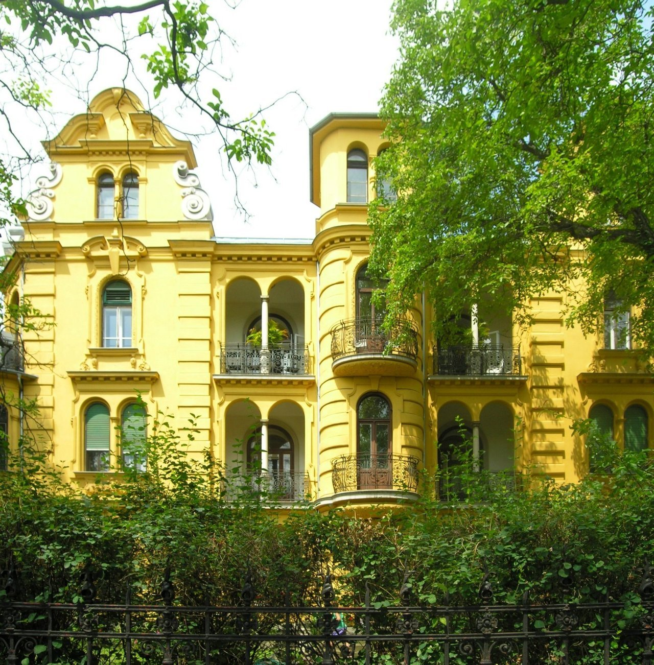 Geidorfplatz by ~wheelsonfire old mansion close to the univerity of Graz, Austria.