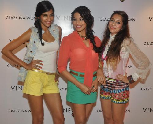 Anushka Manchanda, Bipasha Basu, Anusha Dandekar at the launch of Vinegar Store, Mumbai