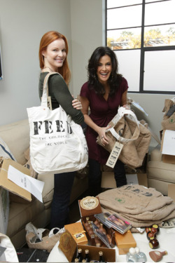 Marcia and Tery (Wow!) Marcia Cross and Teri Hatcher spent the day stuffing FEED bags, which they purchased as Holiday gifts for the Desperate Housewives cast and crew, which in turn will help provide food for African children. 2007