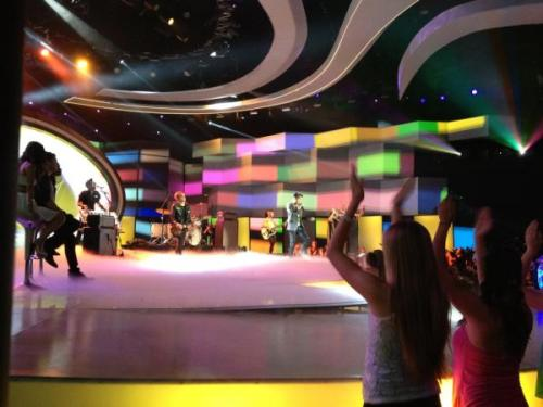 pic by corylive  Adam Lambert & The band on AmericanIdol http://pic.twitter.com/ao2fYvQ5 17-5-12