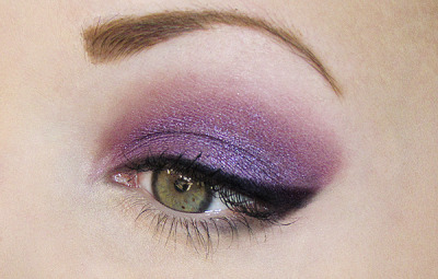 justblush:  Used http://www.rockeresque.com/ girl fight loose eyeshadow! ~ Jessieblush