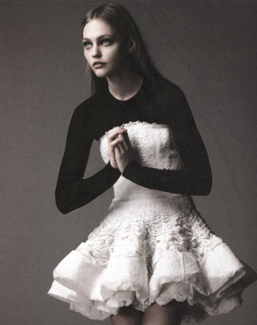 nomecalles:  Sasha Pivovarova by Greg Kadel, Numero #73 May 2006