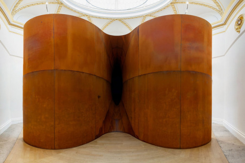 Anish Kapoor artist indian born british artist, Hive, 2009