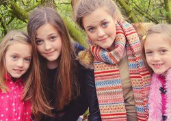 lystyles:  Lottie, Fizz, Daisy and Phoebe. They are Louis's sister.