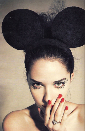 stylecentric:  mickey ears and diamonds.