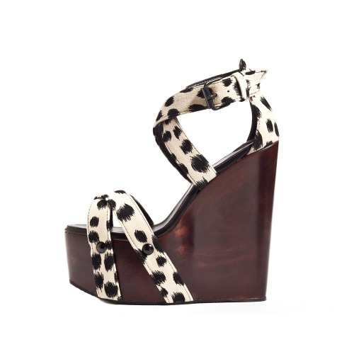 These wooden wedges are perfection. WANT.