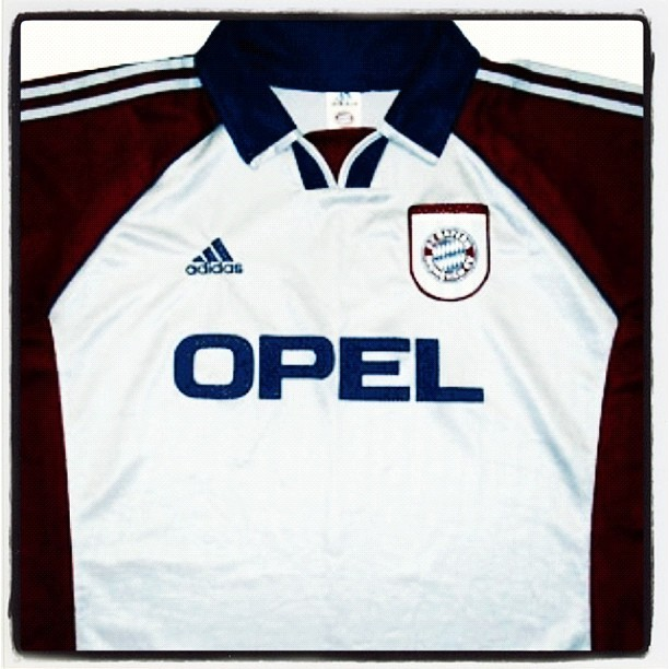Bayern Munch - (Adidas) 1999, away