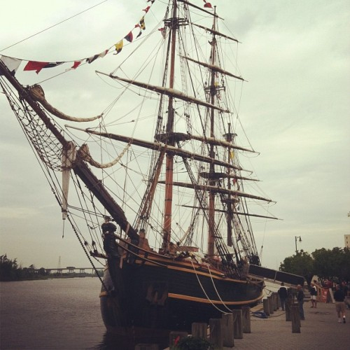 ashesftw:  Cool boat. #HMSBounty #pirate #tallship #piratesofthecarribbean (Taken with instagram)