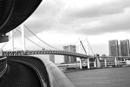 Walking the Rainbow Bridge, Odaiba. I had mixed feelings about the artificial island of Odaiba, it was strange how everything was so perfect. It made me want to run around and vandalize something. But also, it was great how everything was perfect and ideal, even the fruits look like they were sent from the heavens!