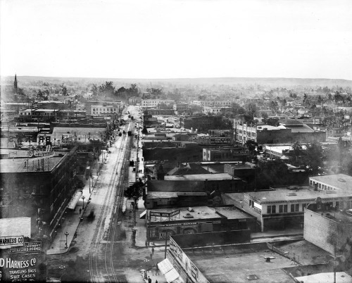 Panoramic view of Los Angeles, looking southwest from the Pacific Electric building down Main St. on January 1, 1907.