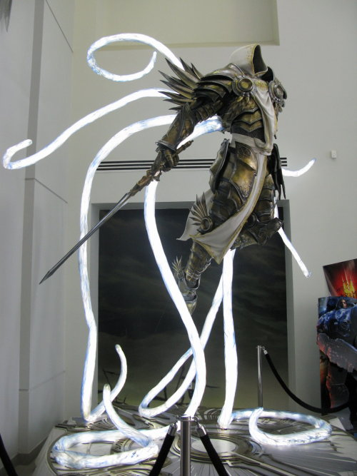 tibblewinkles:  Diablo 3 Tyrael statue by *Windige-Himmel ALL MY MONIES.. ALL MY MONIES.. and.. ALL MY MONIES..