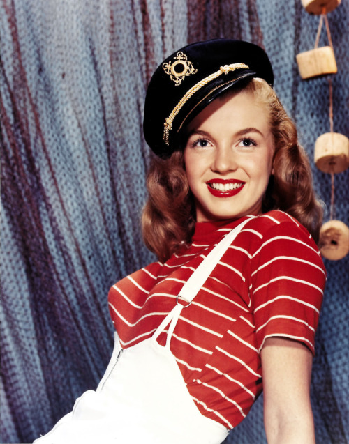 alwaysmarilynmonroe:  Norma Jeane photographed by Bernard of Hollywood, 1946.