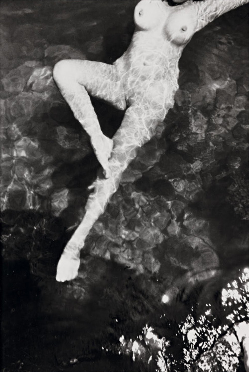 anewkindofcamera:  THE LEICA 1 Leonor Fini, 1933, by Henri Cartier-Bresson © Henri Cartier-Bresson Found: infocast Accessed May 12, 2012