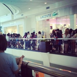 This line to see Jay Park is a killer #jaypark #DC #tysonscorner (Taken with Instagram at Verizon Wireless)