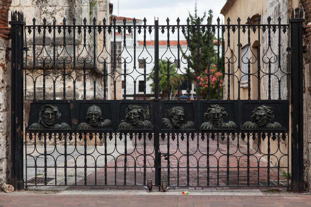gate, santo domingo