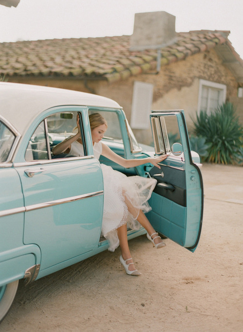 love the vintage turquoise car and her polka dot dress! source unknown… if you know who the original photographer is, please let me know so i can update.
