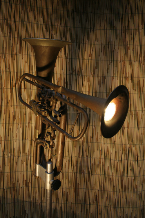 More musical instrument repurposing: Lighting. (via Tommaso Guerra)