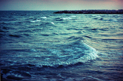 liquideoghan:  Sea (by Evie.E)