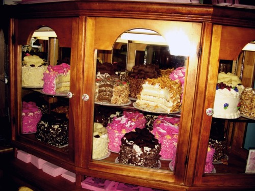CAKES. MADONNA INN. CALIFORNIA Photo: Kate Bellm