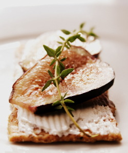 bkfst:  wheat cracker, cream cheese, fresh figs and thyme