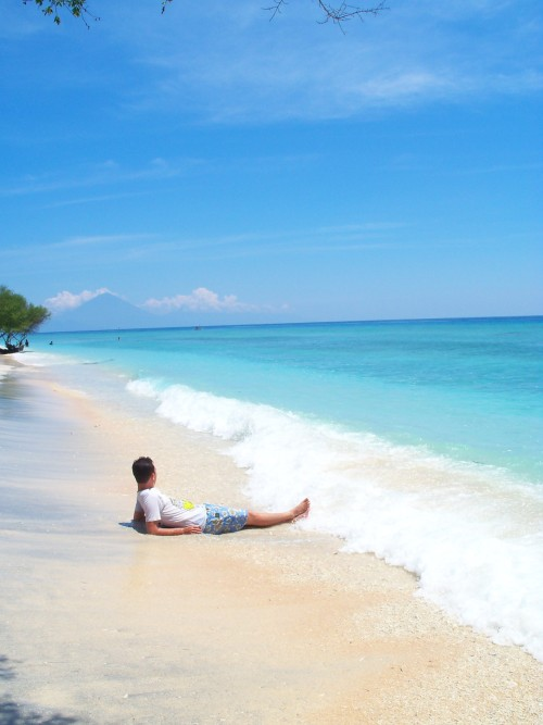 @FinanDsatria was enjoy his private beach;p