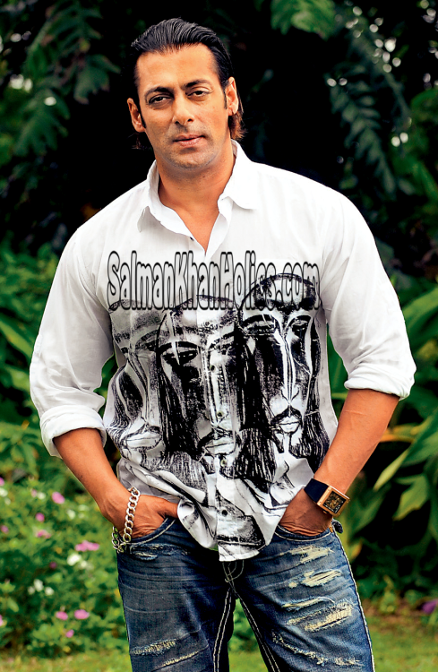 ★HANDSOMELY Dabangg and the Most Wanted Bodyguard, Tiger… Closeup pix of Salman Khan during #Wanted promotions (2009)! God Bless Him and May He always stay Healthy and Happy (Amen)!!   Another version…. Pix