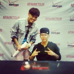 I MET JAY PARK AHHHHH! too bad it's a bad picture of me -_- #jaypark #apahm #kpop #verizon #DC #tysonscorner (Taken with instagram)
