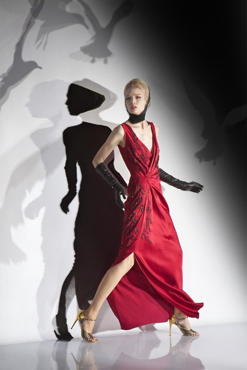 walkingthruafog: Melisandre and her shadows - John Galliano Pre-fall 2012-2013  BIRDS YES. I LOVE BIRDS.