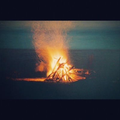 biankii:  #fire #beach #ocean #firepit #bonfire (Taken with instagram)