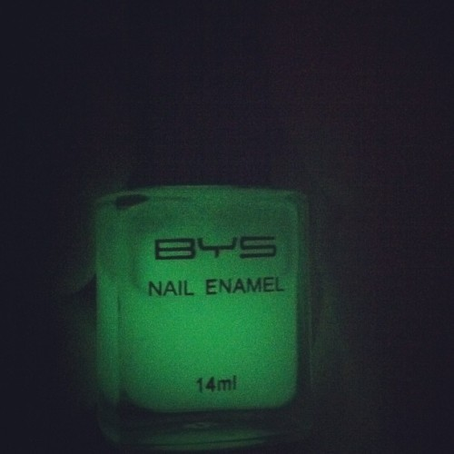 And I just painted my nails with glow in the dark nail polish, check it!!! #bys #glowinthedark #nails (Taken with instagram)