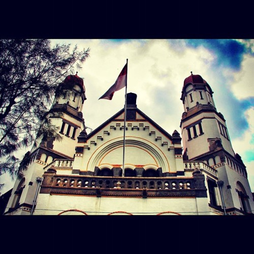 "Witness the history of the city of Semarang, they call it ""lawang sewu"" #building #history #city #semarang #instago #instadialy #instaphoto #instagood #iphonesia #instagramhub #instagram  (Taken with instagram)"