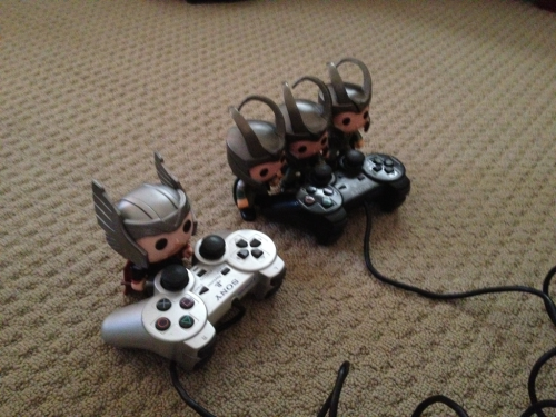 nightmareloki:  loki-in-strange-places:  Loki cheats at video games  OW. THIS IS REALLY CUTE