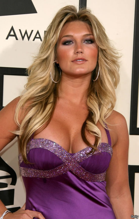 Brooke Hogan has officially signed with TNA. I look foward to seeing what happens. Dixie Carter had nothing but good things to say about Brooke when asked about her. She will debut on May 31st rumors say