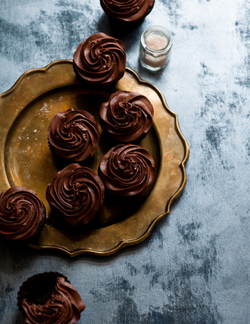 sweepmeup:  Earl grey dark chocolate cupcakes